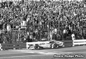 1982-CheckeredFlag